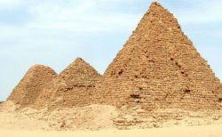 スーダンにある古代のピラミッドがピンチ、記録的な洪水で危機が迫る