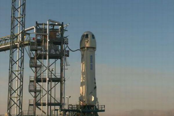 「ブルーオリジン」がロケットのテストに成功、しかしその形が話題に