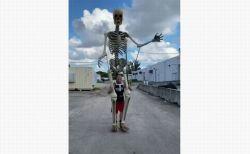 ハロウィーンにもぴったり!米男性がつくった動く巨大な骸骨がすごい