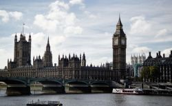 イギリスで新型コロナによる死者が1日に532人、新規感染者数も2万人台