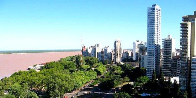 800px-Rosario_y_el_Parana