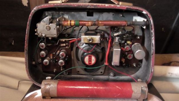 """This is the rear view of the """"Murphy Transistor 7 plus."""" All very original, and works fine."""