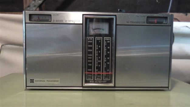 Very early National portable with twin speakers, broadcast [band] and [shortwave. Works very well.