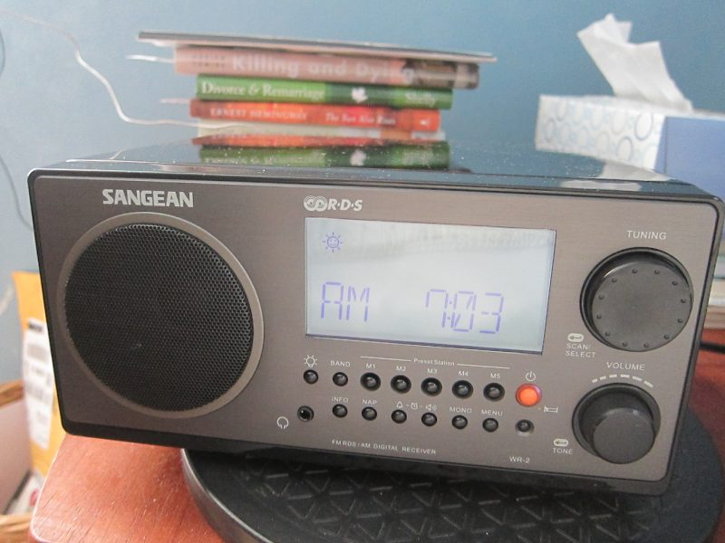 Jeff Discovers That The Sangean WR 2 Loses Time When Playing Radio