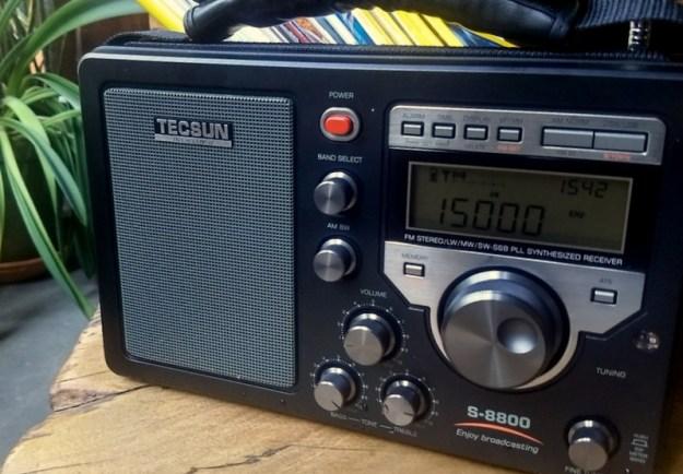 Tecsun S-8800 Front Ang