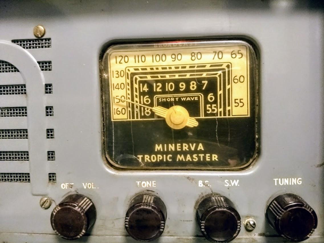 The Minerva Tropic Master: a portable WWII era morale radio | The