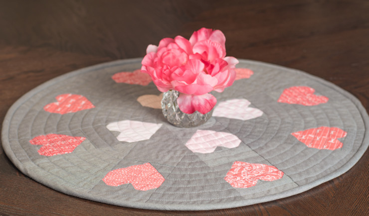 Encircled-Love-Free-Table-Topper-Pattern