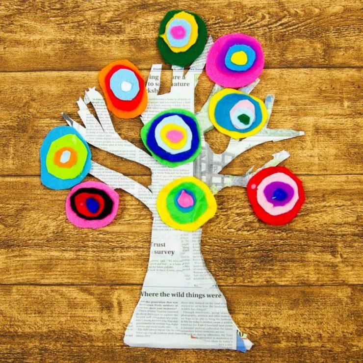 kandinsky-inspired-tree-made-with-felt-scraps-square