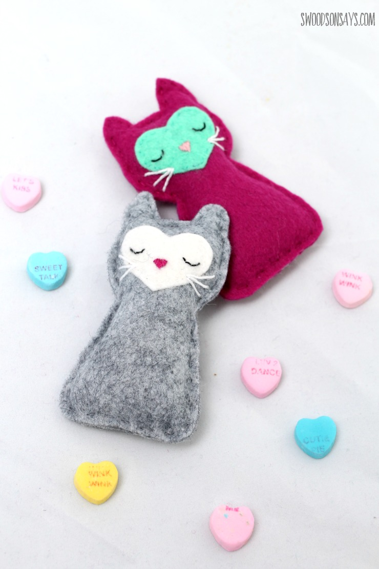 Free cat sewing pattern felt pocket kitty swoodson says the cats face is a heart and so is the nose the facial features are very simple to embroider but they could also be drawn on with a fabric pen jeuxipadfo Gallery