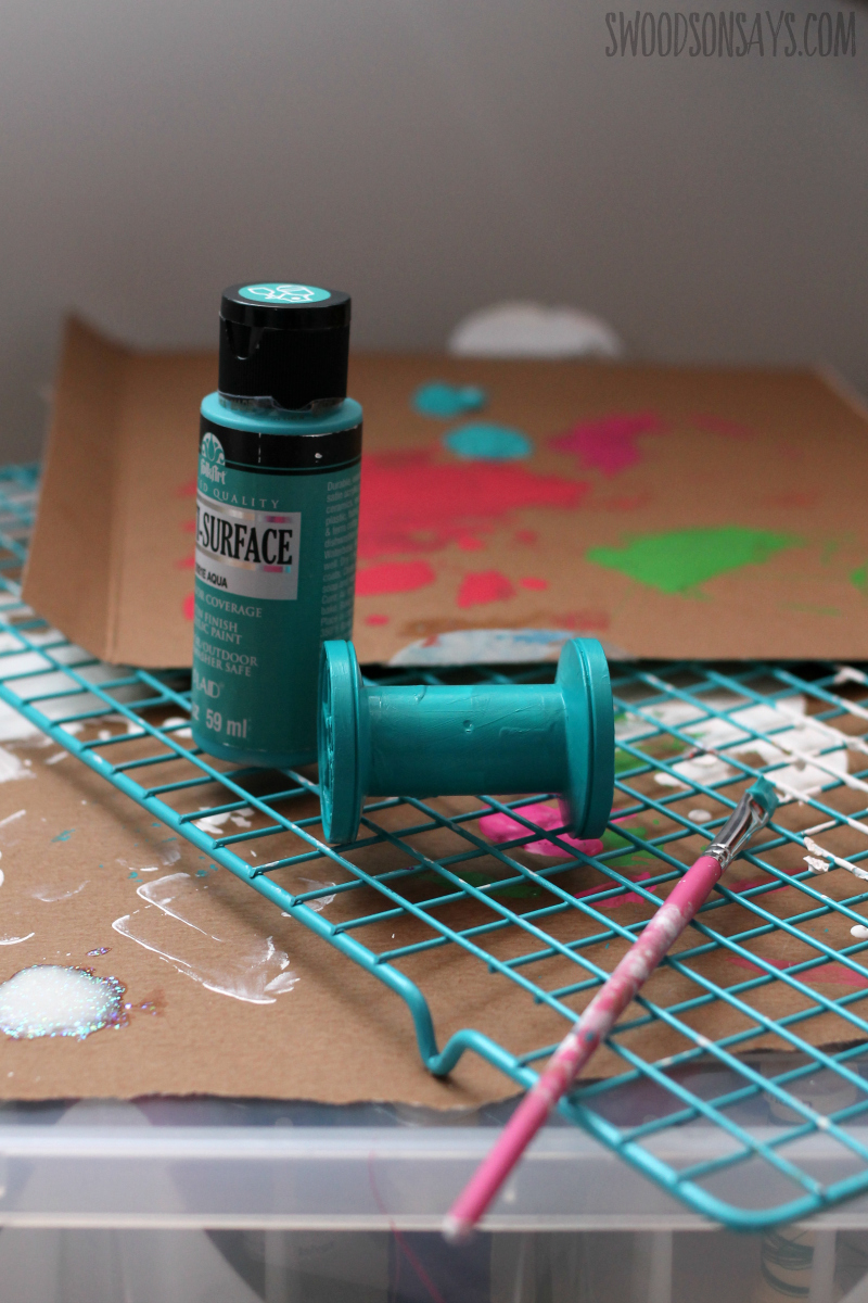 how to paint plastic thread spools