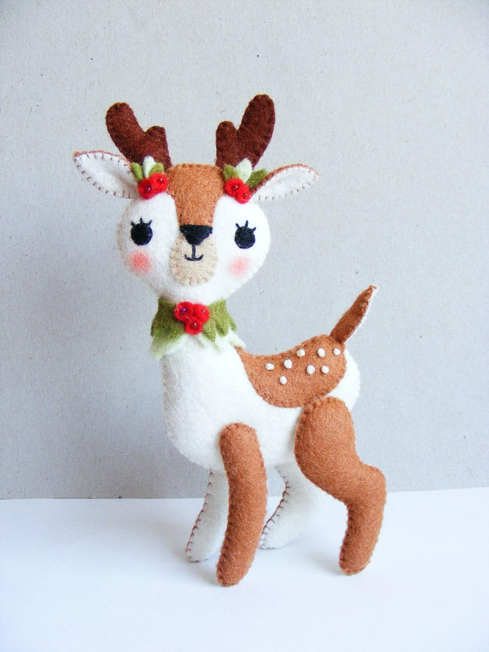felt deer stuffed animal sewing pattern
