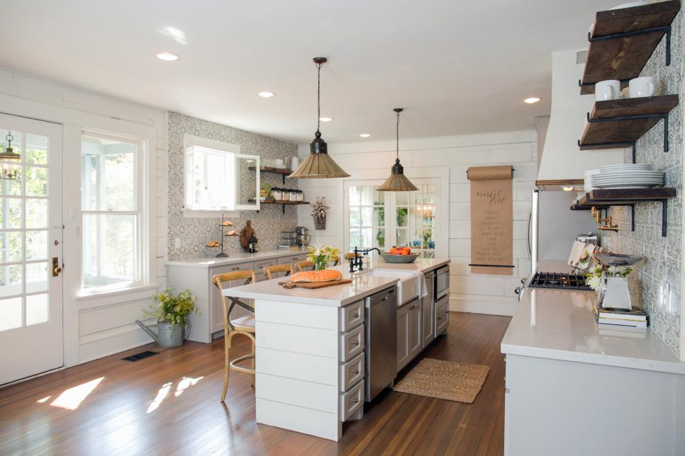 BP_HFXUP309H_Childers_kitchen_AFTER_196316_655596-1204604.jpg.rend.hgtvcom.966.644