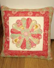 eileen park 010216 dresden plate-sweet-as-sugar-cushion-and-block pillow