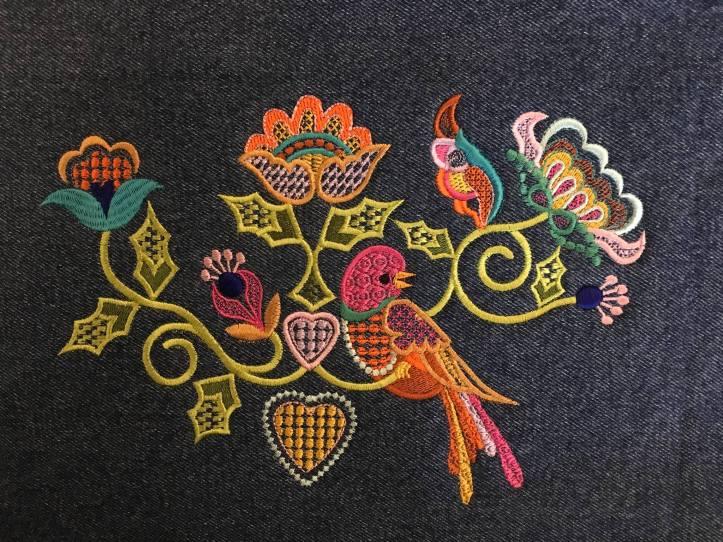 machine embroidery in the hoop crewel bird