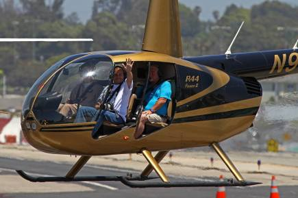 Remo Garone at Hawthorne airport after the helicopter trip capturing planes at LAX with Gilles Brion and here... With Philippe Pépin !