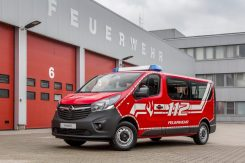 opel-modifies-the-2017-insignia-wagon-into-a-fire-engine_3