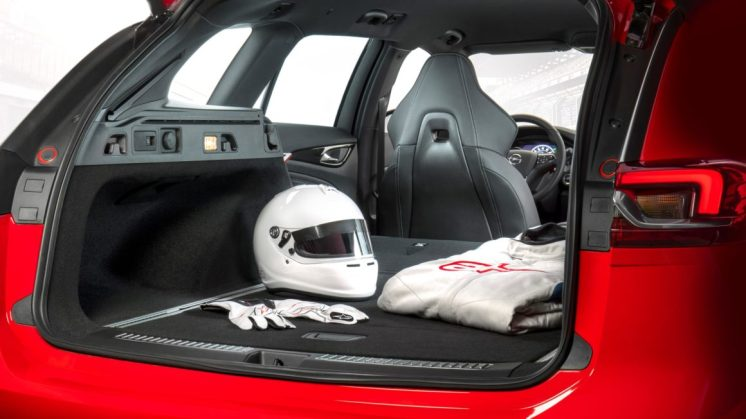 The right kit for enthusiasts: Insignia GSi Sports Tourer with performance sport seat and up to 1,665 litres of luggage space.