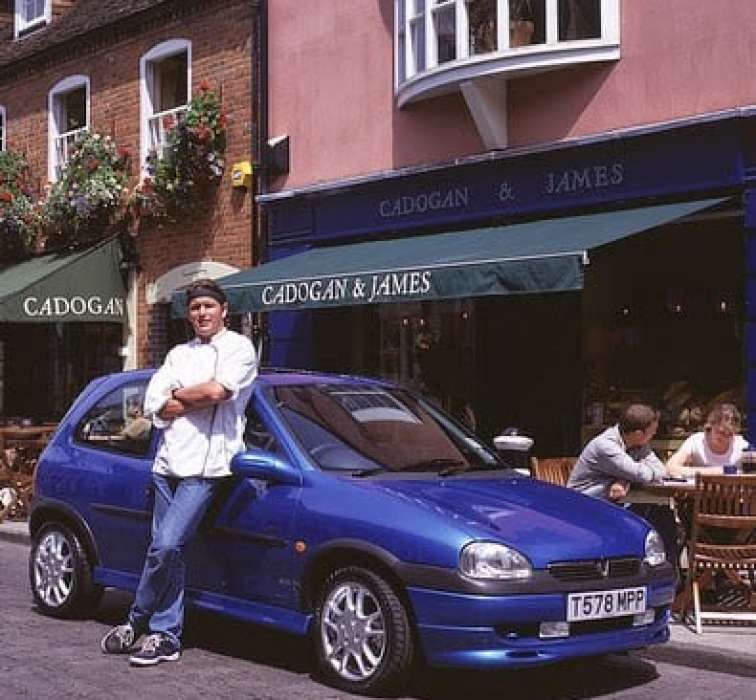 FROM SUPERMINI TO SUPERMODELS – VAUXHALL CORSA CELEBRATES 25 YEARS WITH ATTRACTIVE DEAL