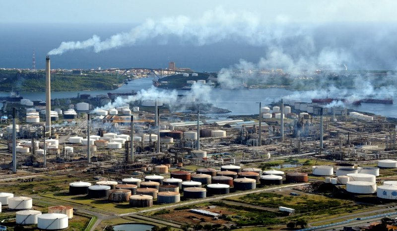 New Video From Contributor Curacao Isla Refinery on Fire