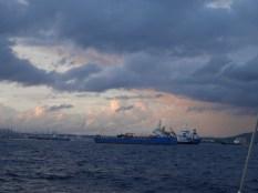 Frachtermeer in der Einfahrt nach Gibraltar
