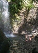 Bad im Pool des Salton Waterfalls