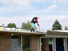 Abdichten des Daches vom Gartenhäuschen