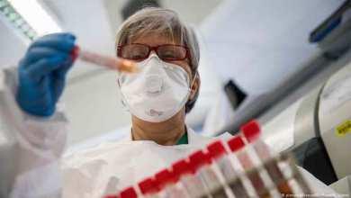 صورة بروفيسورة تكشف عن الآثار الجانبية لـ لقاح كورونا الصيني واحدا تلو الآخر