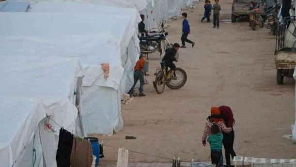 السوري وكورونا - خوفا من كورونا.. نازحو الشمال السوري يفضلون منازلهم المدمرة على المخيمات