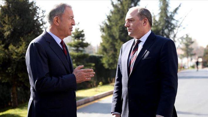 اتصال هاتفي بين وزير الدفاع التركي خلوصي أكار، ونظيره البريطاني بن والاس - مباحثات تركية بريطانية حول مكافحة فايروس كورونا