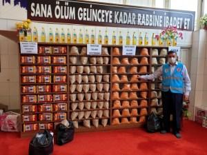 aa picture 20200425 21352030 300x225 - ولاية تركية...تحول المسجد إلى سوق خيري للمحتاجين