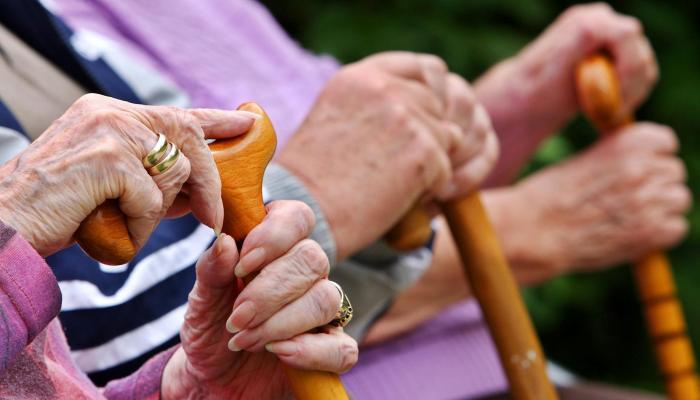 .jpg - الأوقات المسموح فيها للمسنين الخاضعين للحجر الصحي بالتجول