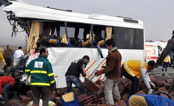 eafZX - حادث سير مروع وسط اسطنبول 31 بين جريح وقتيل