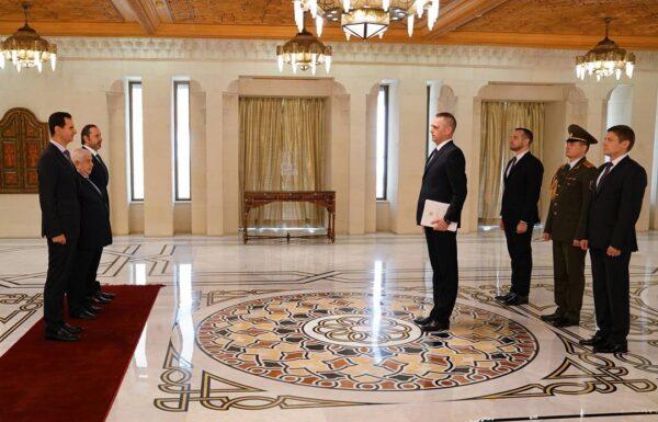"""يلتقي بشار  600x385 - في زيارته الأولى لسوريا منذ 2012.. لافروف """"يستخفُّ"""" بمسؤولٍ رفيع لدى نظام الأسد (فيديو) - Mada Post"""