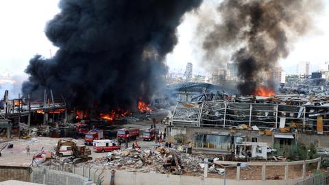 1599765647 8812370 4419 2488 19 239 - حريق جديد بمرفأ بيروت.. عون لا يستبعد العمل التخريبي ومطالبات بتحقيق سريع