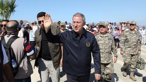 1599995304 4383794 3124 1759 15 117 - وزير الدفاع التركي وقادة الجيش يزورون المنطقة المقابلة لجزيرة ميس