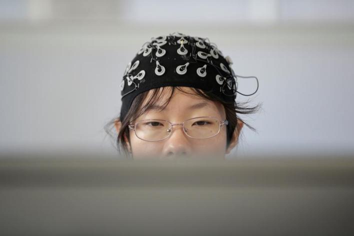 186496 3464 2309 17 11 - حين تحكمنا الخوارزميات.. قصة ربط الدماغ البشري بالحواسيب