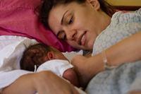 صورة منظمة الصحة العالمية: خطر انتقال كوفيد-19 من خلال الرضاعة الطبيعية ضئيل