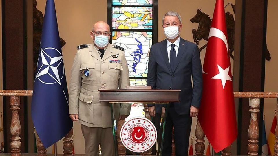 وزير الدفاع التركي خلوصي أقار يستقبل رئيس اللجنة العسكرية لحلف الناتو ستيوارت بيتش بمقر الوزارة في أنقرة