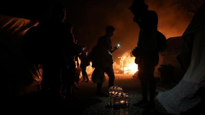 اندلاع حريق في مخيم