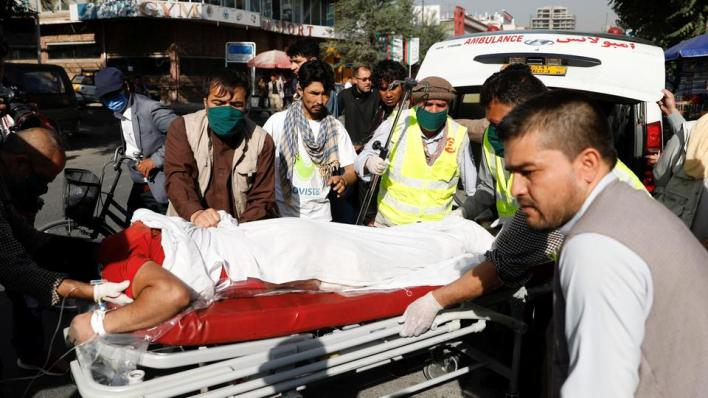 قالرضوان مراد المتحدث باسم مكتب صالح لرويترز، إن القنبلة استهدفت موكب صالح وأصيب بعض حراسه