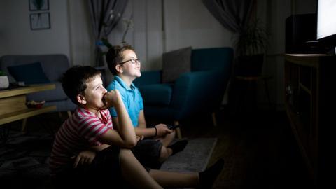 8798861 5417 3050 27 298 - التلفاز.. كيف يكون أداة بناء لا هدم للأطفال؟