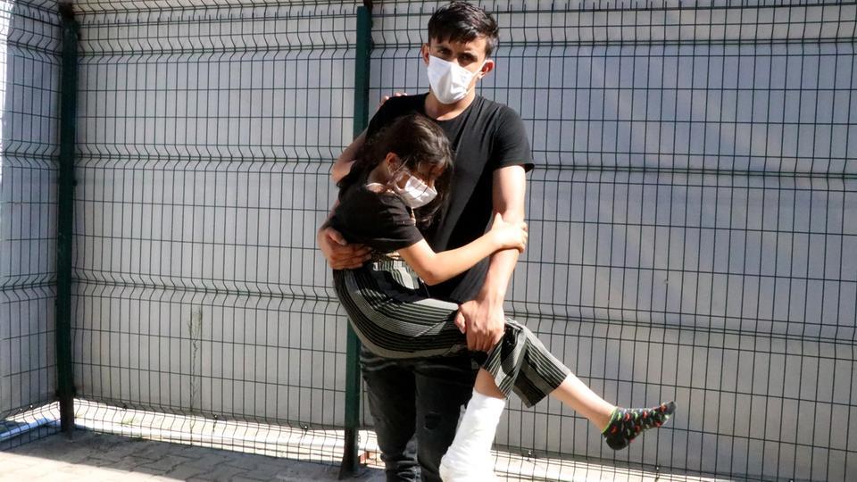 قال الأخ الأكبر لغازين، نزار عبدو (19 عاماً)، للأناضول إنهم قدموا إلى الحدود اليونانية بهدف العبور إلى أوروبا