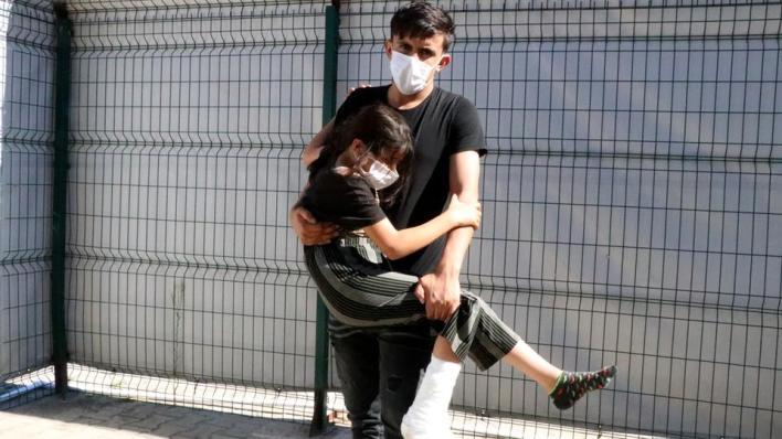 8834891 1188 669 4 68 - تركيا تسعف طفلة سورية أُصيبت برصاص الأمن اليوناني
