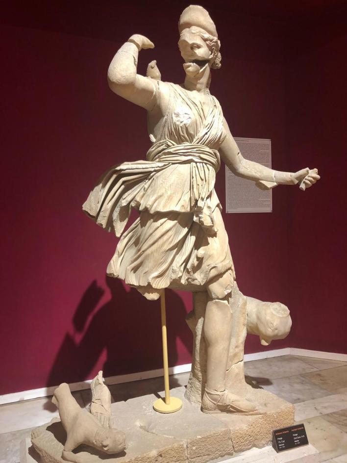 يضم المتحف الأثري في أنطاليا تمثال لأرتميس تم اقتناؤه من بيرج، ويعد أرتميس واحدا من ألهة الصيد في جبل أوليمبوس