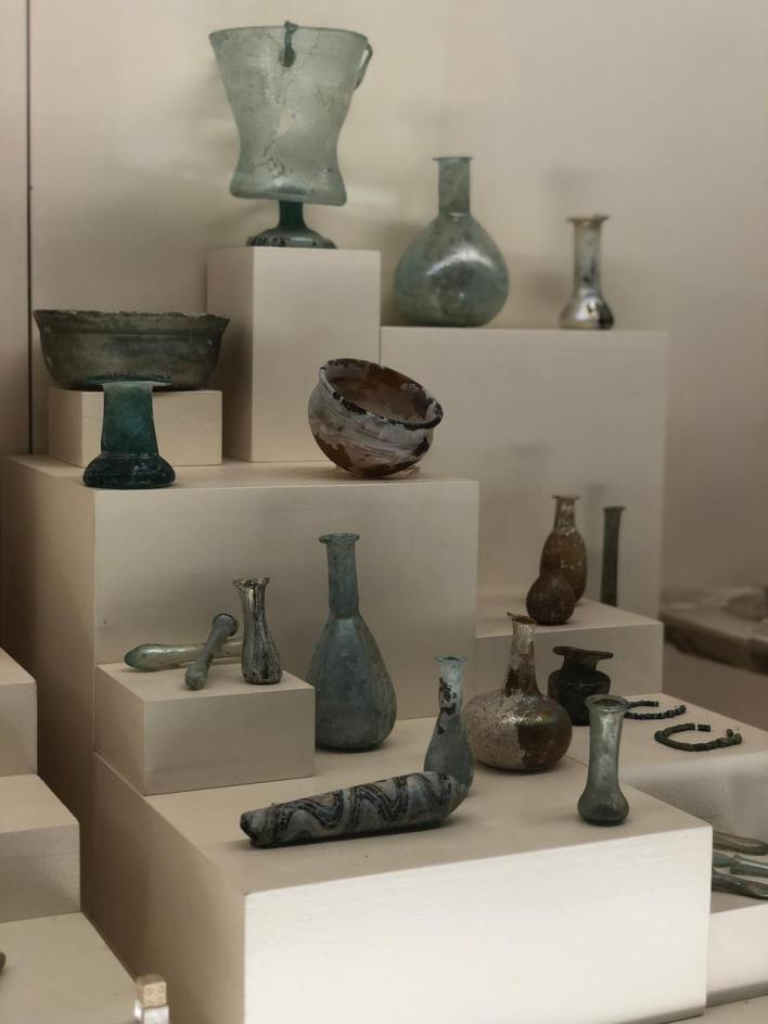 مقتنيات أثرية تعود للعصر الكلاسيكي ما بين حقبة 400 و500 قبل الميلاد