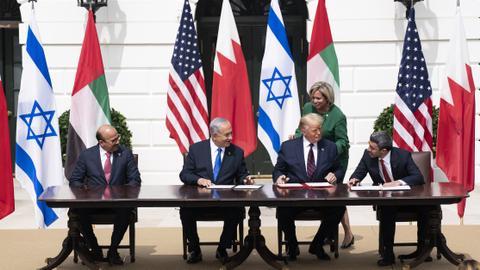 """سياسة ترمب والتطبيع """"العربي"""" مع إسرائيل.. هل تلحق السعودية؟"""