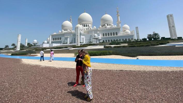 8927895 3825 2154 8 377 - لتنشيط السياحة.. أبو ظبي تلغي رخصة شراء الكحوليات بما يشمل المسلمين