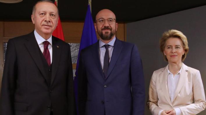 رحّبت رئيسة المفوضية الأوروبية أورسولا فون دير لاين (يمين) بعودة المحادثات بين تركيا واليونان حول التوتر شرقي البحر الأبيض المتوسط - صورة أرشيفية