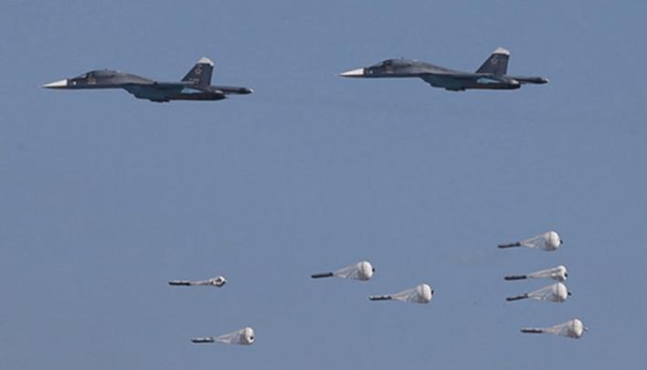 """روسي - طائرات حربية روسية وسورية تستهدف مواقع لخلايا """"داعش"""" في ريف حماة الشرقي"""