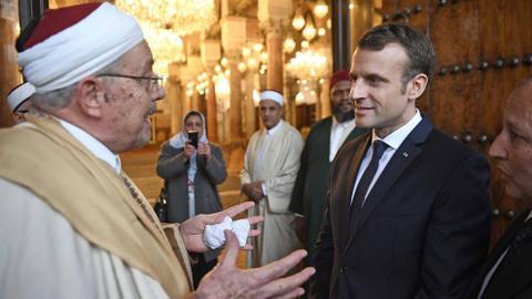 1601668232 9088876 990 557 0 2 - ماكرون ومسلمو فرنسا.. هل وراء الهجوم المتكرر دوافع سياسية داخلية؟